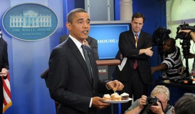 US President Barack Obama brings cupcake