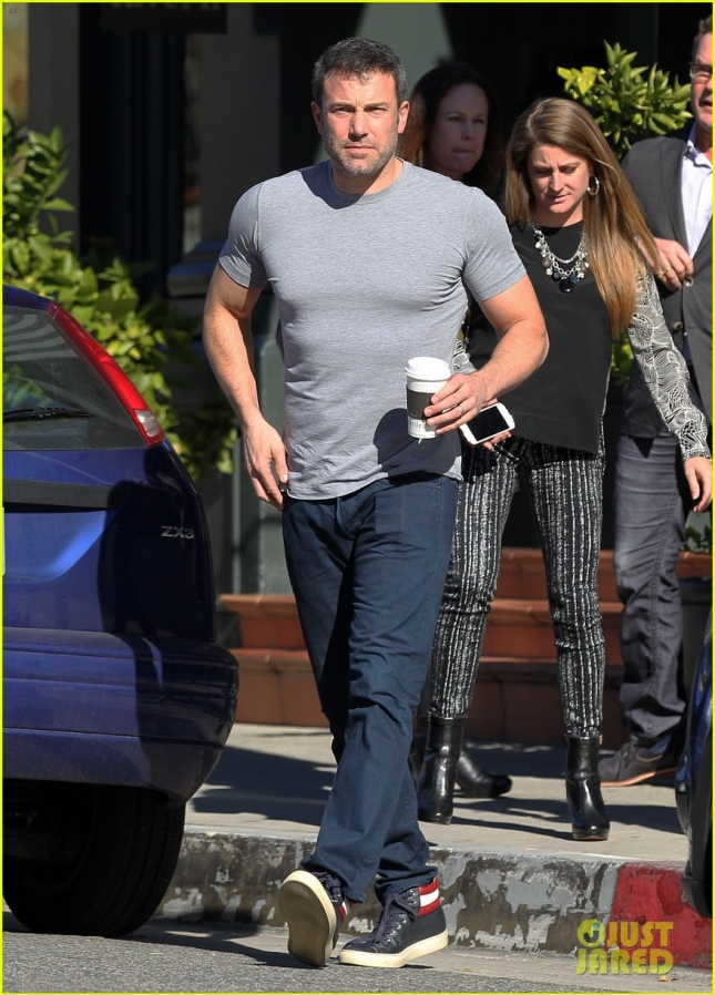 buff-ben-affleck-peoples-choice-award-choice-humanitarian-02