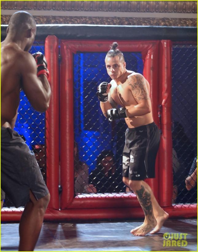 casper-smart-gets-into-bloody-fight-03