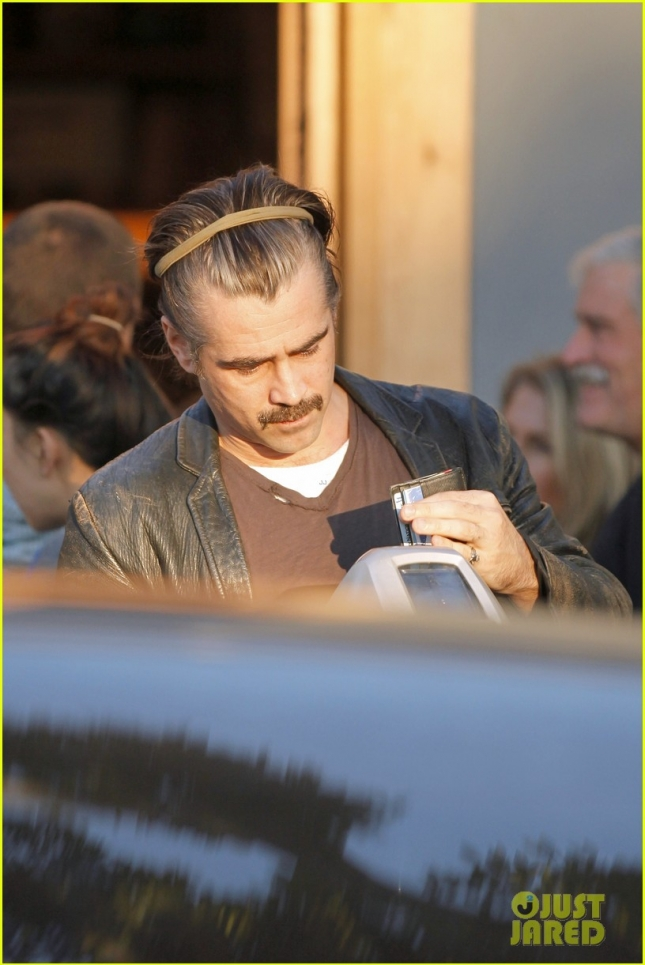 *EXCLUSIVE* Colin Farrell works on his new years resolutions with a yoga class