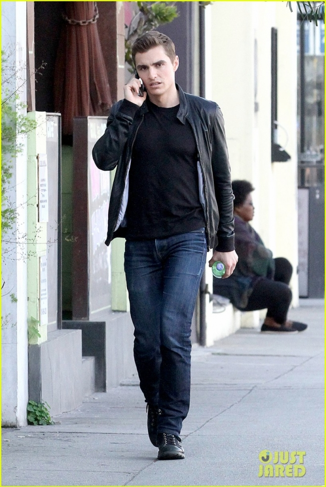 dave-franco-chats-on-the-phone-after-lunch-02