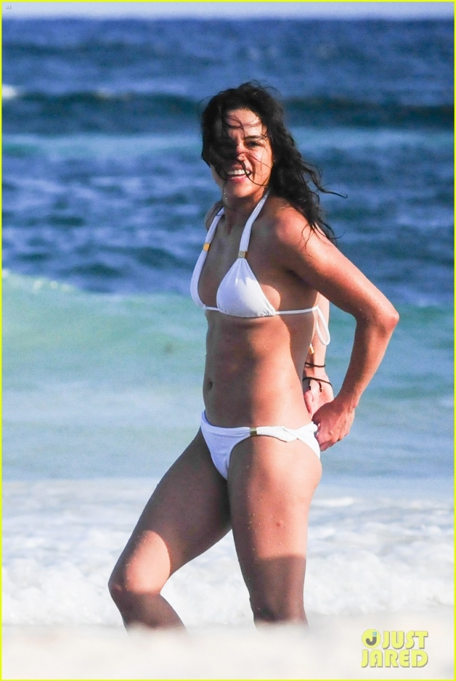 *EXCLUSIVE* Michelle Rodriguez shows off her enviable figure **USA ONLY**