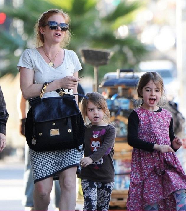 Айла Фишер с дочками