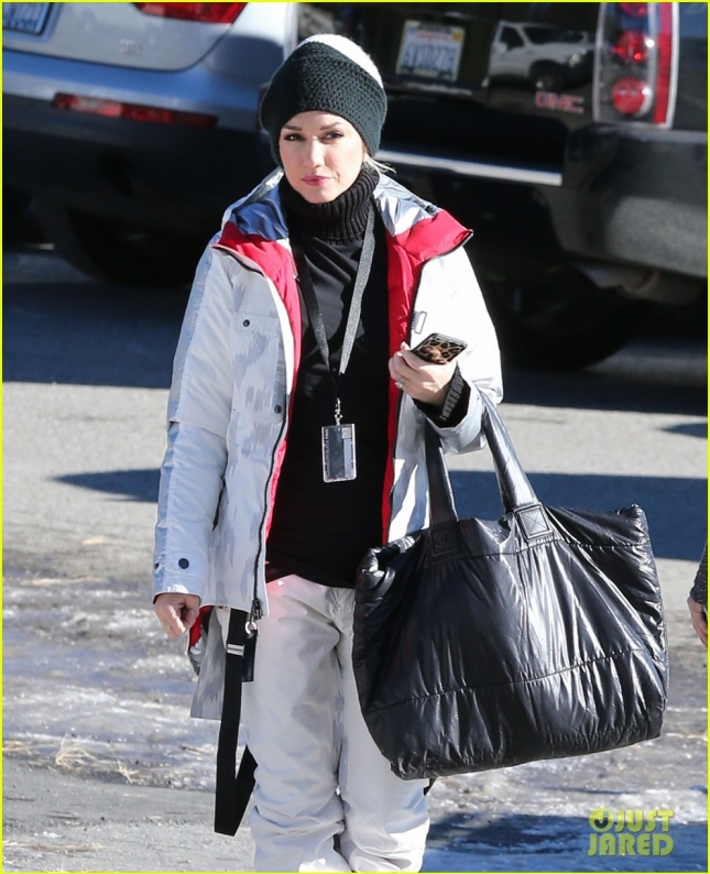 gwen-stefani-skiing-mammoth-first-day-of-year-10