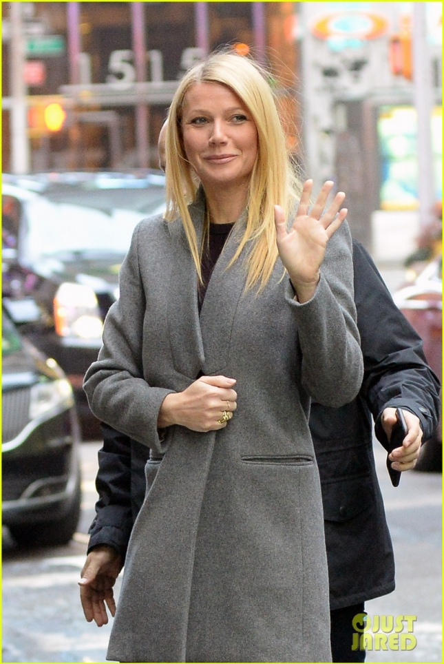 Gwyneth Paltrow Smiles and Waves At 'Good Morning America'