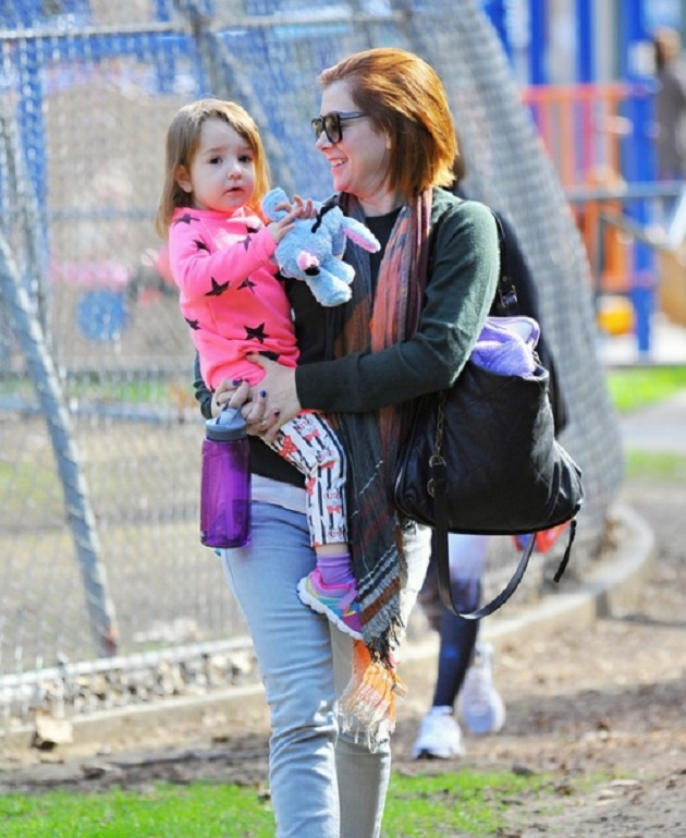 Элисон Ханниган с младшей дочкой Кивой