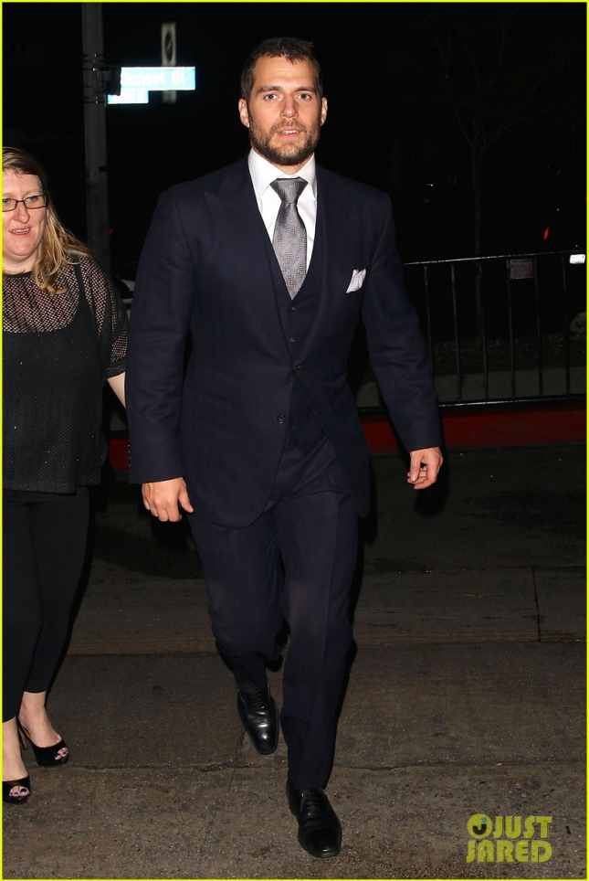 henry-cavill-skips-official-globes-parties-for-chateau-marmont-03