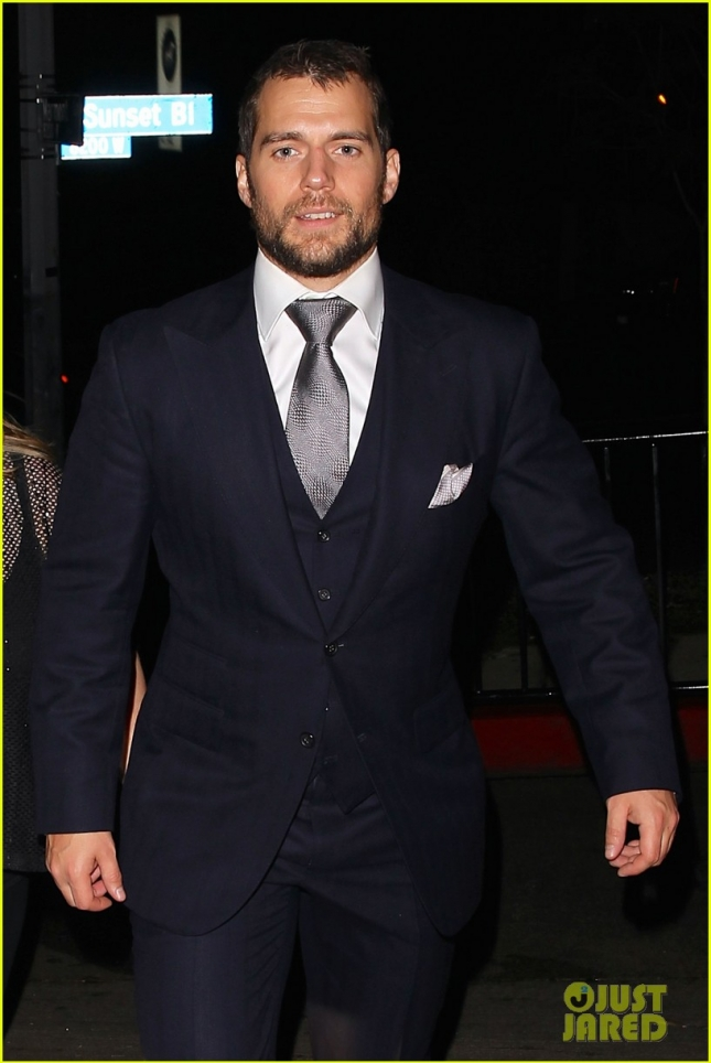 henry-cavill-skips-official-globes-parties-for-chateau-marmont-04