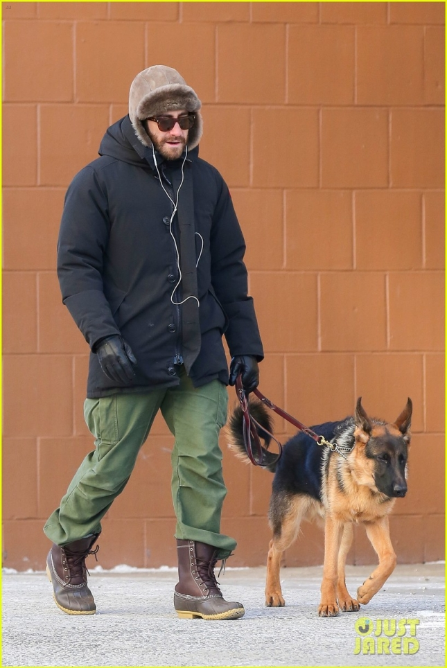 Jake Gyllenhaal and Atticus brave the cold and go for a walk