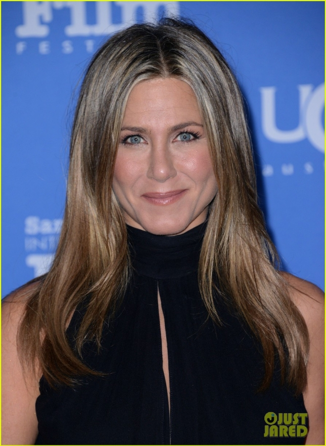 jennifer-aniston-receives-montecito-award-sbff-14