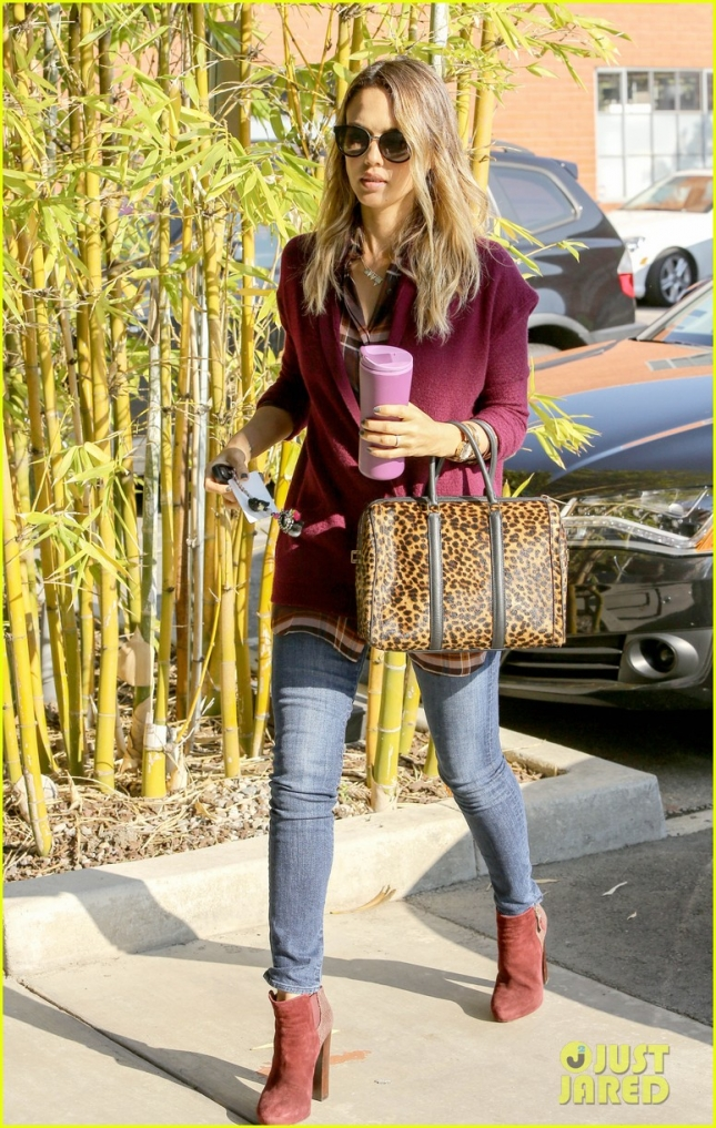 jessica-alba-back-to-work-after-holiday-02