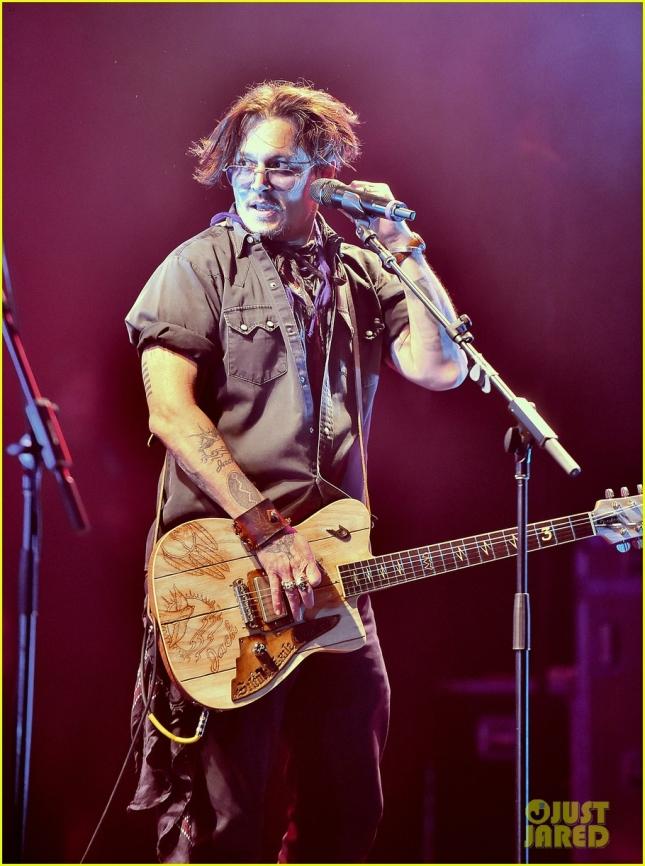 Джонни Депп на сцене