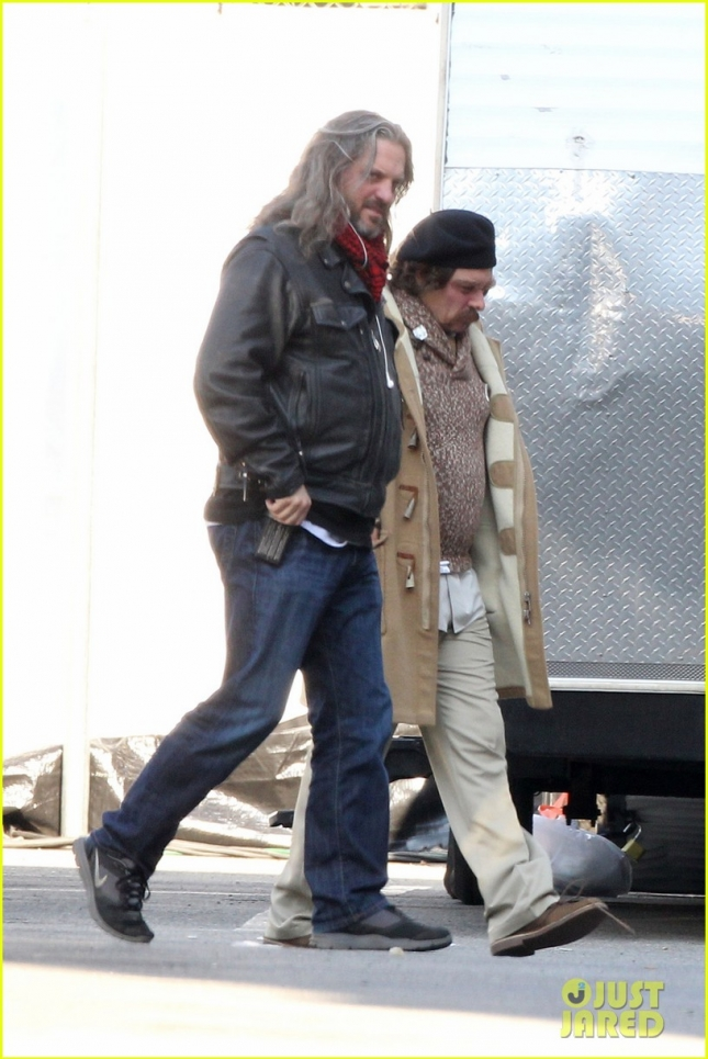 johnny-depp-set-of-yoga-hosers-01