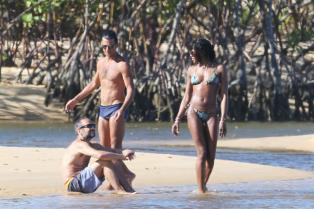kate-moss-bikini-body-brazil-new-years-15