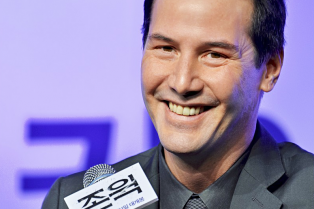 keanu-reeves-takes-john-wick-to-south-korea-for-premiere-12