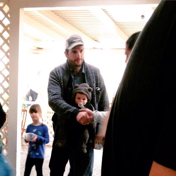 Эштон Катчер с дочкой