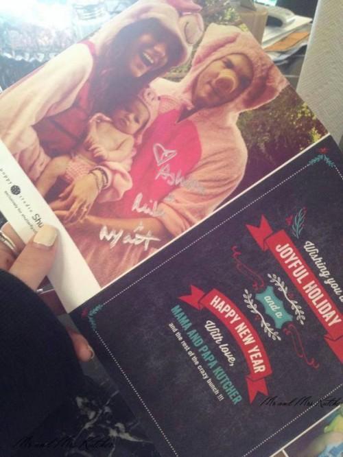 Праздничные открытки Милы Кунис и Эштона Катчера