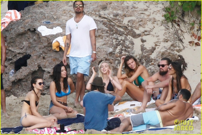 leonardo-dicaprio-continues-st-barts-trip-surrounded-by-women-21