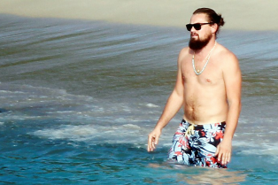 leonardo-dicaprio-continues-st-barts-trip-surrounded-by-women-37
