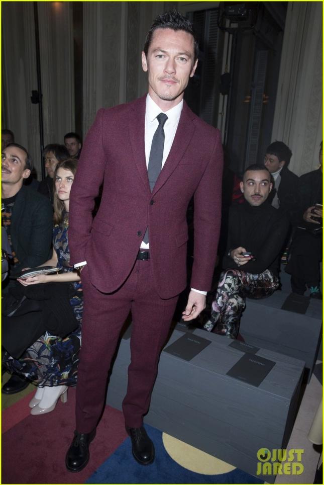Люк Эванс выбрался на показ Valentino в Париже