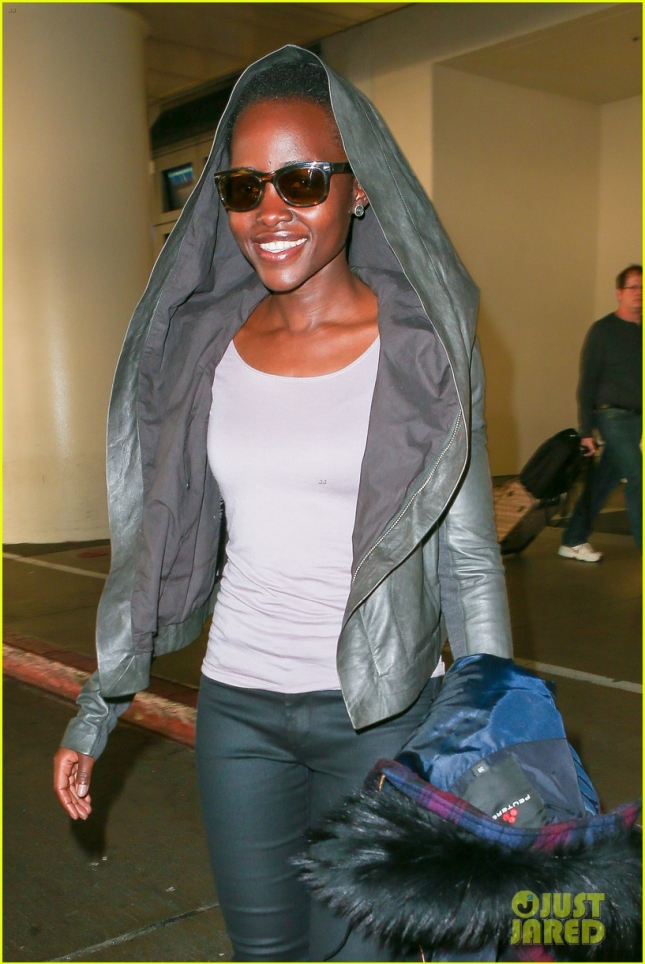 lupita-nyongo-jets-out-of-lax-before-golden-globes-04