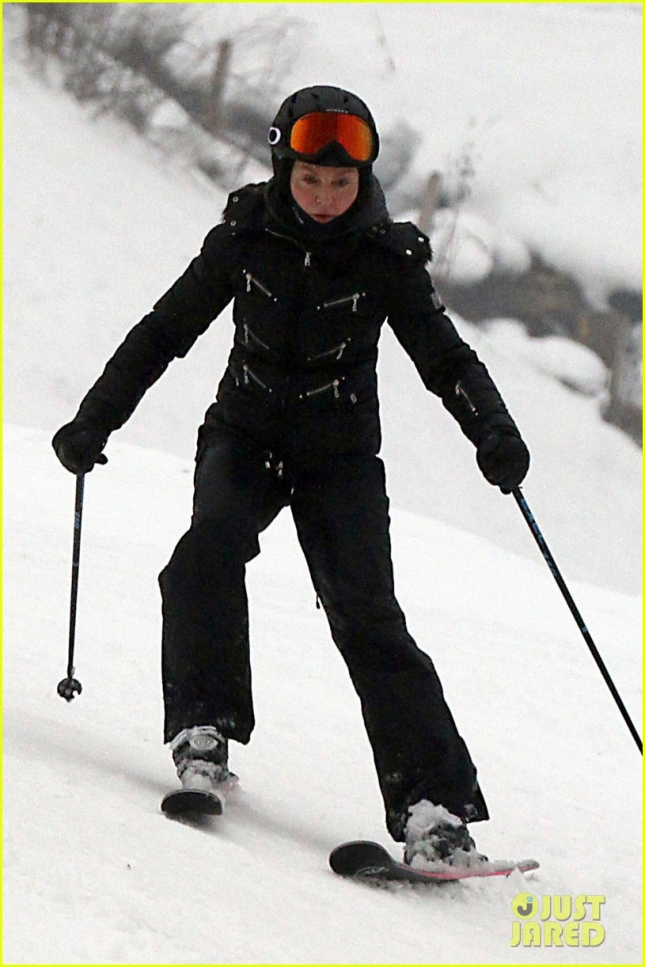 madonna-goes-skiing-after-controversy-01
