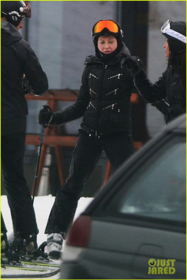 madonna-goes-skiing-after-controversy-10