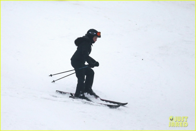 madonna-goes-skiing-after-controversy-11