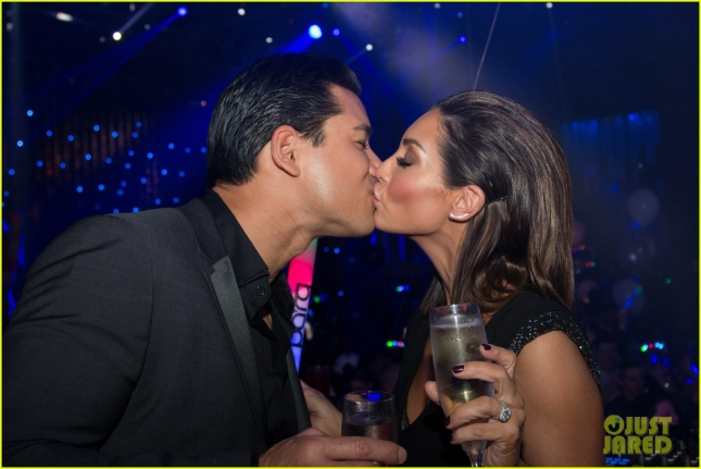 mario-lopez-courtney-mazza-midnight-kiss-04
