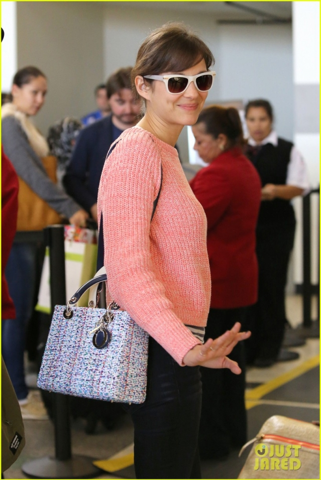 marion-cotillard-catches-a-flight-out-of-lax-01
