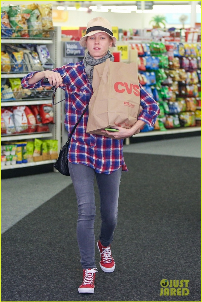 A makeup free Naomi Watts runs errands in Brentwood **USA ONLY**