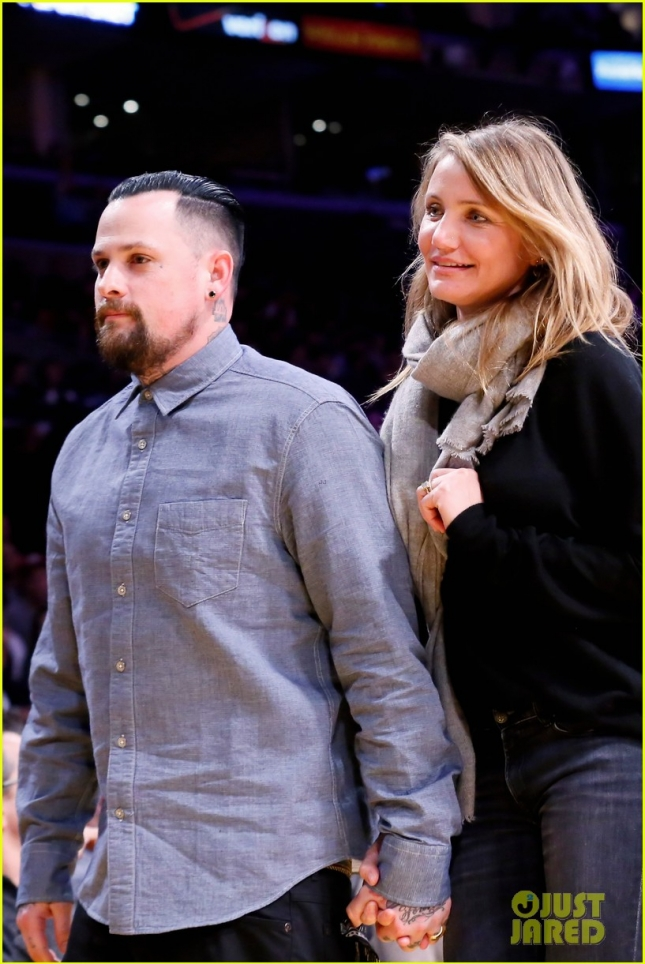 newlyweds-cameron-diaz-benji-madden-kiss-at-lakers-game-30