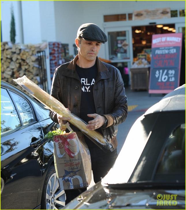 Olivier Martinez goes shopping at Bristol Farms