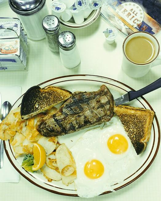 Фрайстон, штат Пенсильвания, 12 октября 2004; официантка Дениз; заказан стейк с яйцом и кофе за 10,27 долларов.