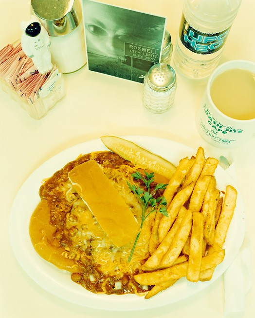 Росвелл, штат Нью-Мексико, 2 октября 2004; официантка Кристи; заказан бургер Alien Goo, вода Ufo H2O, чай за 9,97 долларов.
