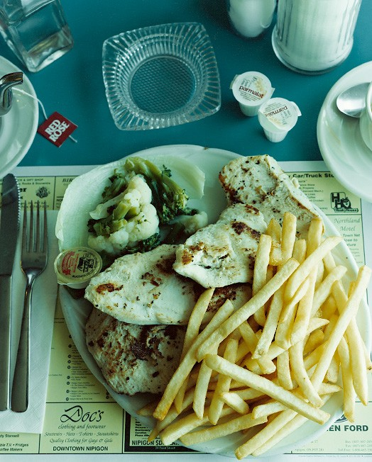 Нипигон, Онтарио, Канада, 28 июля 2002; официантка Рейчел; заказана куриная грудка, картофель фри, чай за 17,65 долларов.