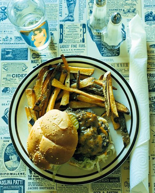 Твенти-Найн-Палмз, штат Колорадо, 24 сентября 2004; официантка Алекса; заказан двойной чизбургер, картофель фри, вода за шесть долларов.