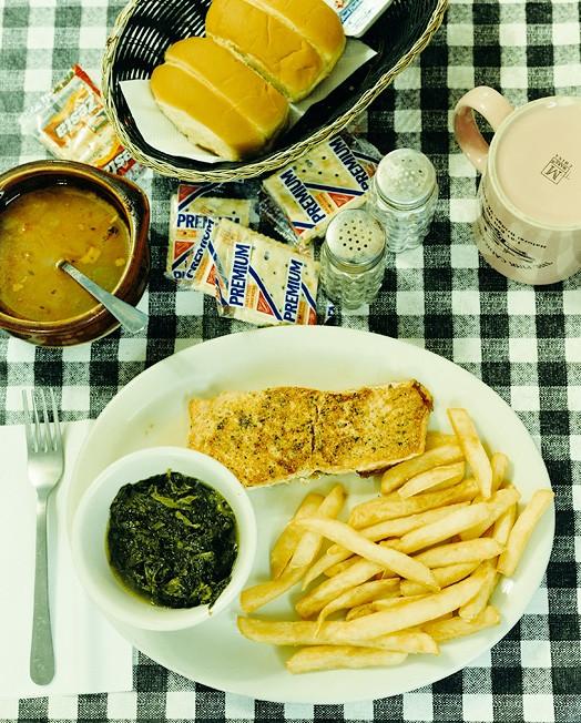 Природный мост, штат Вирджиния, 9 октября 2004; официантка Бренда; заказан лосось, картофель фри, суп, газированная вода за 11,23 доллара.