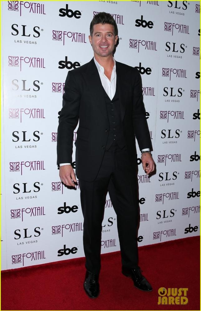 Робин Тик без своей юной пассии посетил вечеринку SLS Las Vegas Celebrates New Year's Eve