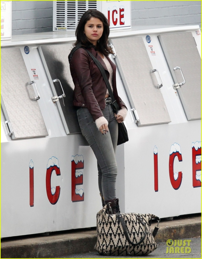 selena-gomez-starts-shooting-revised-fundamentals-of-caregiving-01