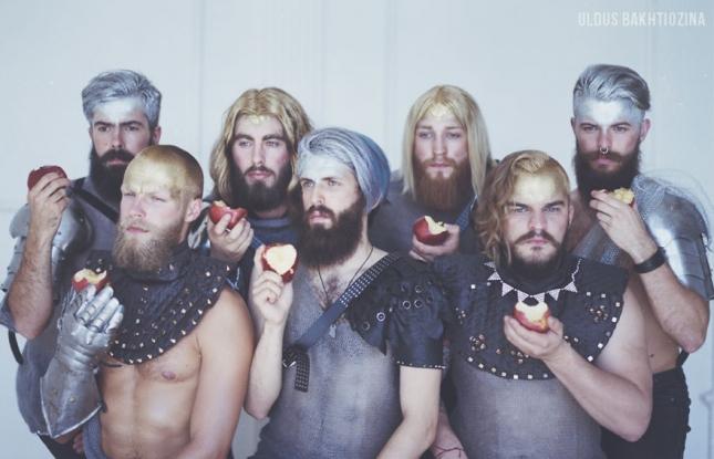 Семь богатырей пришли к спящей царевне