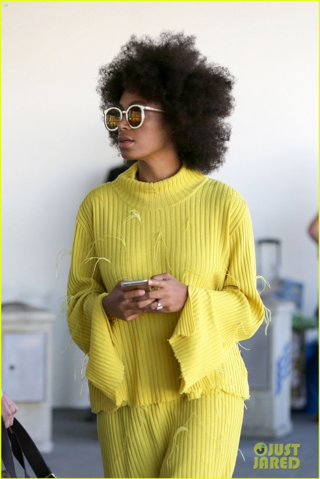 solange-knowles-knows-how-to-stay-stylish-even-at-the-airport-02