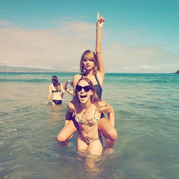 Taylor-Swift-Shares-Bikini-Picture-January-2015 (1)