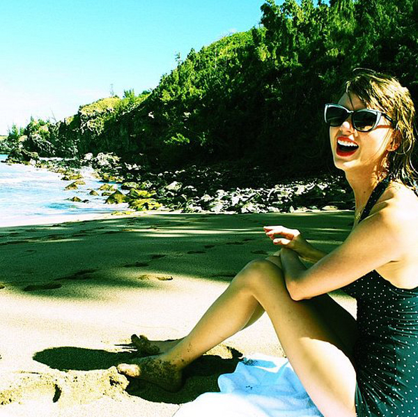 Taylor-Swift-Shares-Bikini-Picture-January-2015 (2)