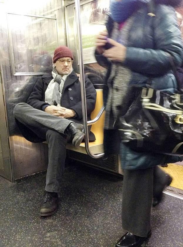 Том Хэнкс в метро Нью-Йорка спокойно доехал до своей станции на Манхэттене