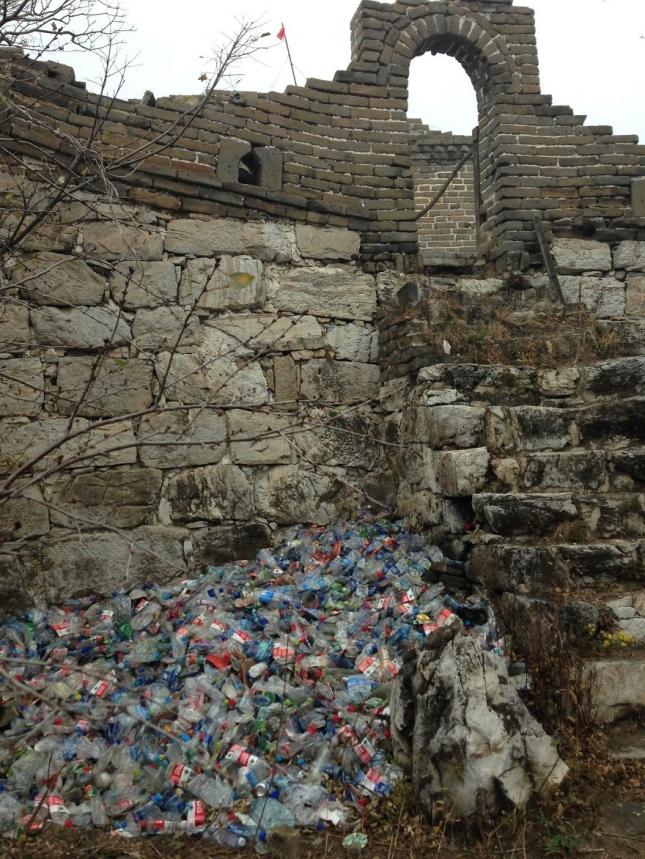 Великая китайская стена. Между прочим, владелец фото подписал фотографию - какой позор для нашей страны