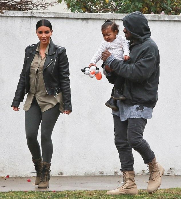 Ким Кардашян и Канье Уэст с дочкой