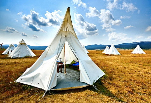 Yellowstone-National-Park-Tipis