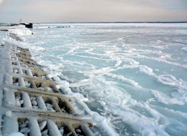 Замерзшее Черное море у побережья Одессы