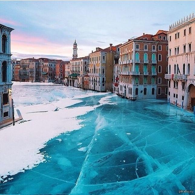 Замерзший канал Венеции